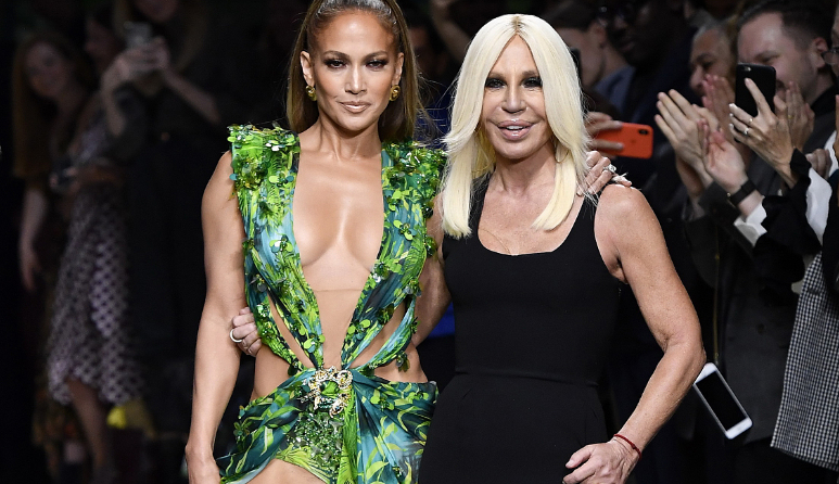 "Versace在米兰时装周重现20年前的""丛林印花裙"",为何背后推手是Google?"