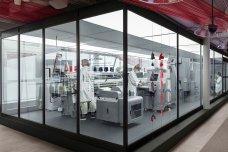 H&M 将在门店设置旧衣回收加工机器,让顾客见证服装回收再造的全过程